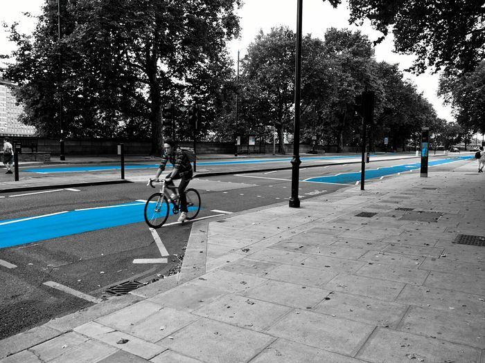 Cycling Cyclist Blue Lane Cycle Path Cycle Way Embankment Tate Modern London England Britain Urban Street Street Design Cycle Safety Safety Blue Mobility In Mega Cities