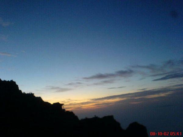 回忆录 泰山 零点开始攀爬泰山,这是在泰山上看到的日出。很美~~