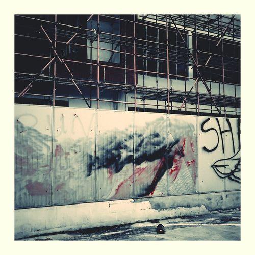 Spray Paint Sidewalk Photograhy Phone Photography Vignette Art Shanghai, China Red Color Random City Street Finances Finance Tower Graffiti Wall 涂鸦 PhonePhotography Outside Art Random Photography Vignette VSCO 纪念路 Shanghai Photography Shanghai❤ Shanghai Streets