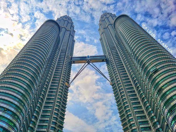 Architecture Petronas Twin Towers KLCC Twin Towers Kuala Lumpur Klcc KLCC❤❤ Malaysia Kl City Sky Kuala Lumpur Malaysia  Malaysia Truly Asia Mobile Photography No People Outdoors Low Angle View Kuala Lumpur Malaysia  Cloud - Sky Day Tower