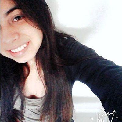 Finjir una sonrisa para no llorar es de valientes 😃✌