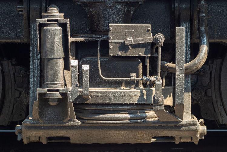 Shock absorber system of diesel locomotive