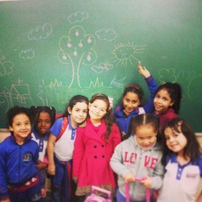Awwwns olha o desenho que fizemos ! Alunas Lindas Kids Meusbebes Amodemais Desenho Arvore Sol Nuvens Maçã Crianças