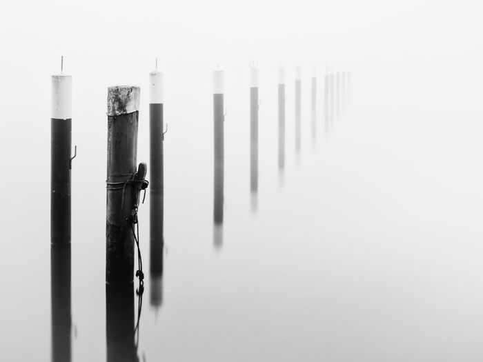 MOORING POST Black And White Close-up Day Fog Foggy Foggy Morning Harbor Infinity Kontrast Long Exposure Marina Mooring Mooring Post Mooring Rope Morning No People Outdoors Pole Sea Seascape EyeEmNewHere