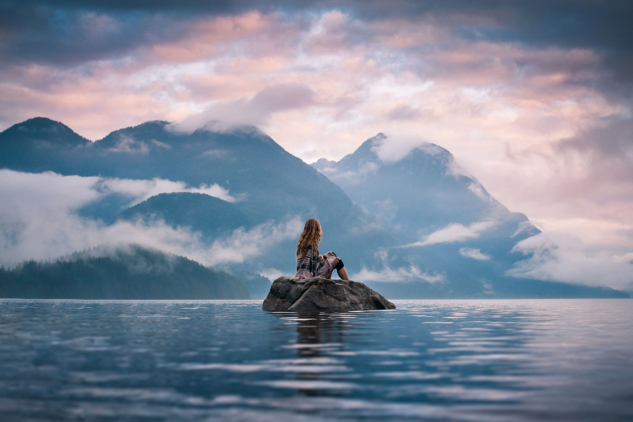 cloud - sky, water, sky, mountain, scenics - nature, beauty in nature, waterfront, tranquil scene, tranquility, real people, sea, nautical vessel, nature, transportation, mountain range, people, mode of transportation, outdoors