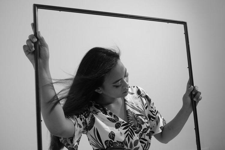 Frame Blackandwhite Portrait Black And White Girl Young Women Women Beautiful Woman Medium-length Hair The Fashion Photographer - 2018 EyeEm Awards Creative Space The Portraitist - 2018 EyeEm Awards
