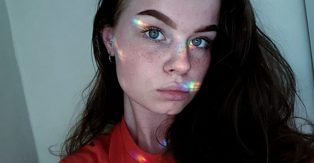 Summer freckles EyeEmNewHere Freckles Summer Freshness Face Faces Of EyeEm Contrast Rainbow Woman Brunette Atmosphere Samsungs8 Selfıe Girl Blue Eyes Pale Skin