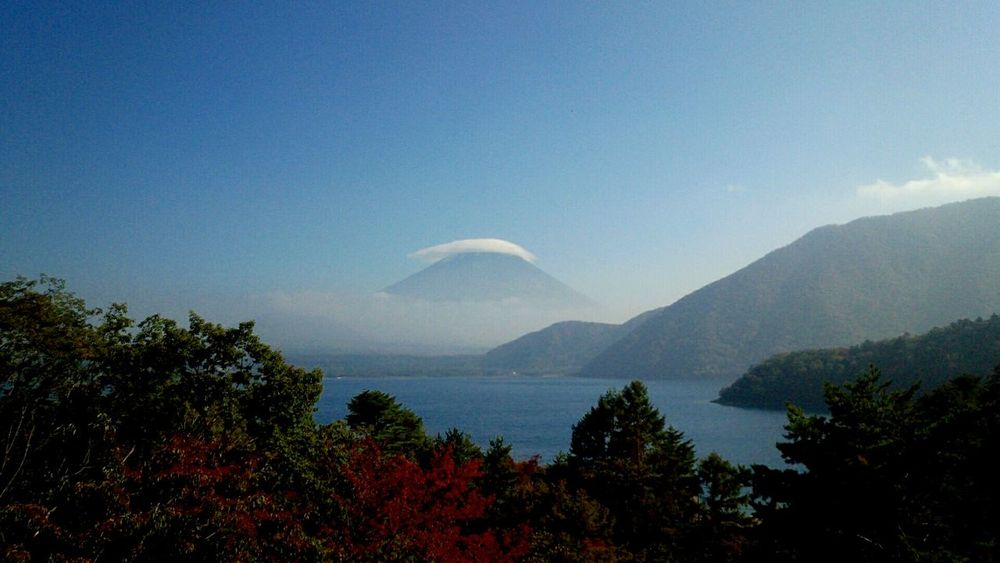 紅葉始まってます。 本栖湖 富士山 Motosuko Mtfuji Lake