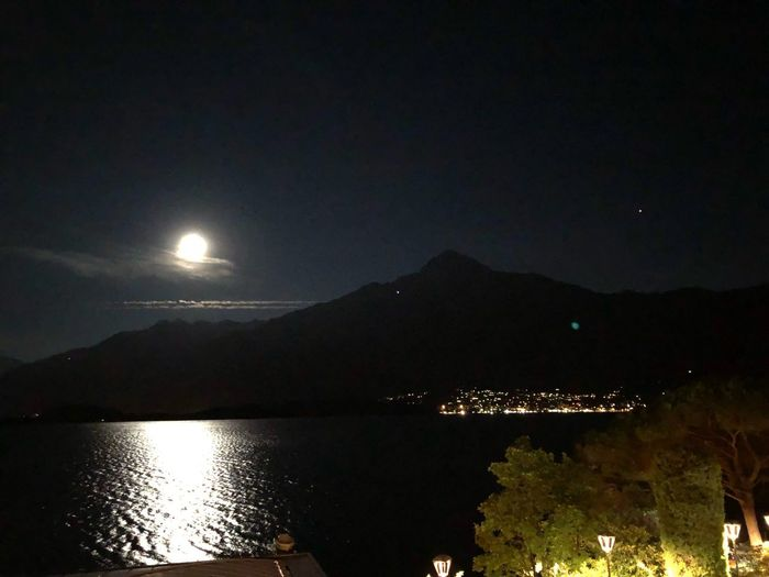 Luna piena Water Sky Night Beauty In Nature Mountain Illuminated Scenics - Nature Nature No People Lake Moon Reflection Outdoors Tranquility Mountain Range Full Moon Moonlight