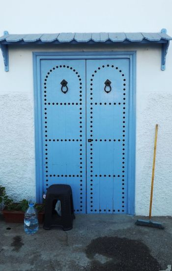Architecture Artisanat Artisanat Marocain Balai Bleu Ciel Culture And Tradition Day Maroc Medina Ancienne Nettoyage No People Outdoors Porte Seau Traditional