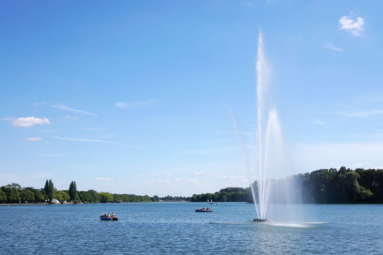 Maschsee Beauty In Nature Blue Boats Day Enjoyment Fountain Germany Hannover Idyllic Lake Leisure Activity Lifestyles Local Recreation Maschsee Nature Recreation  Scenics Sky Summertime Tourism Travel Destinations Water