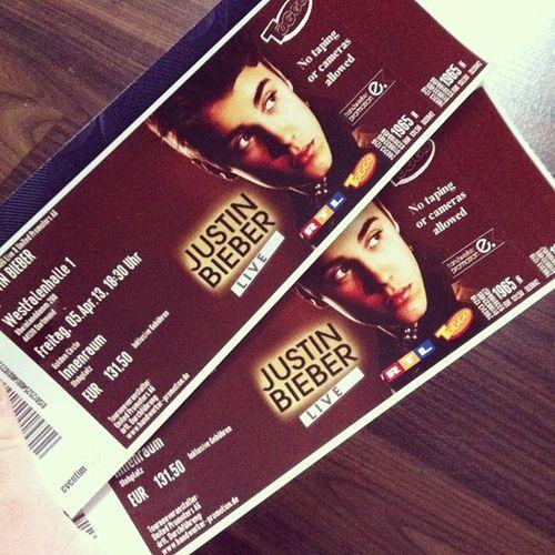Sie sind daaaa *_* Goldencircle BELIEVEtour Dortmund Morgen @justinbieber WIRKOMMEN mit @cerentanriver