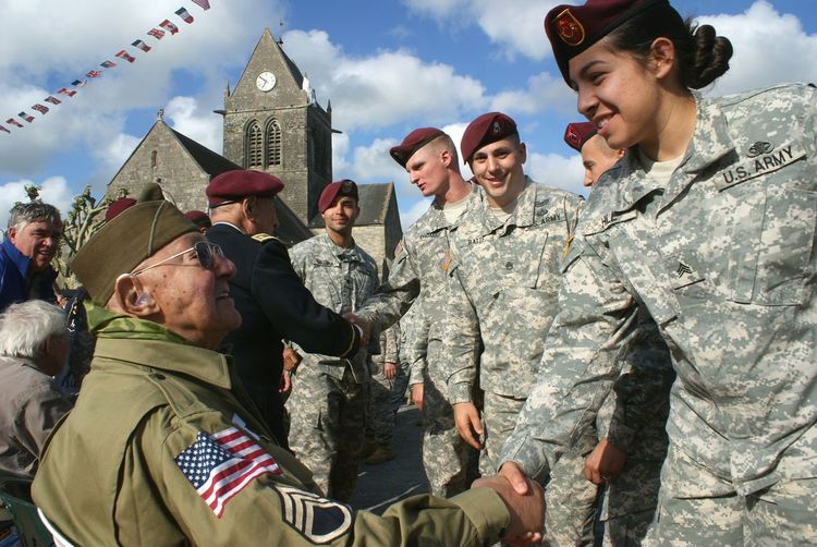 Paratroopers Dday Sainte Mère Eglise Normandie Airborne All The Way Overlord Airborne Veteran Veterans Us Army