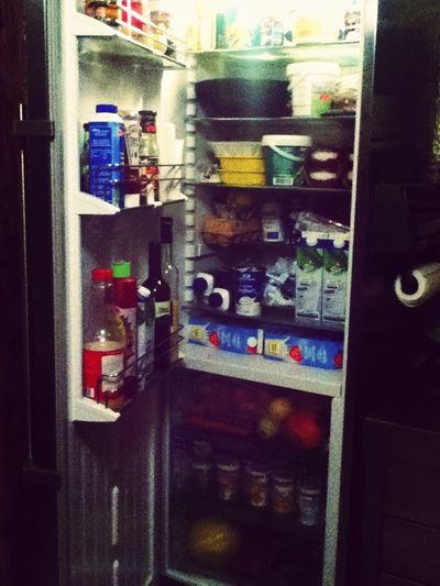 Voller Kühlschrank? Wir? Ne. Geht Nur Nicht Mehr Zu.