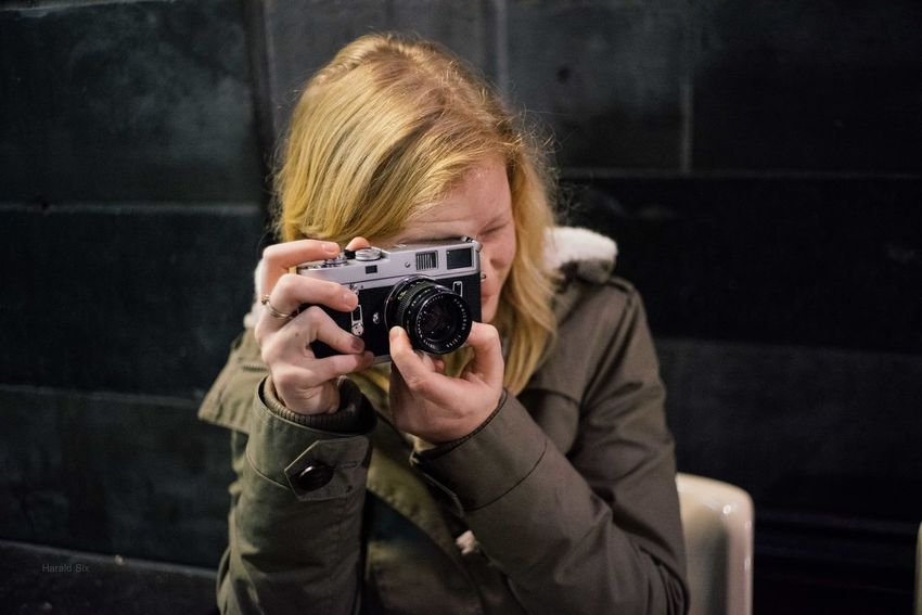 Blond Hair Camera - Photographic Equipment Holding Leica Leicacamera One Person One Woman Only Only Women People Photographer Photographing Photography Themes Young Adult