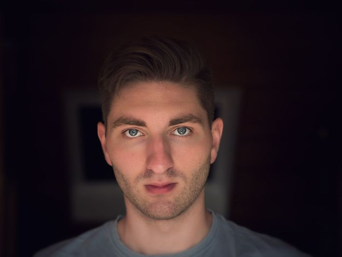 Face to face Portrait Looking At Camera One Man Only Front View Indoors  Human Face Young Adult Human Eye Blue Eyes Blaueaugen Gesicht Selfie Sunday Selfıe The Portraitist - 2018 EyeEm Awards