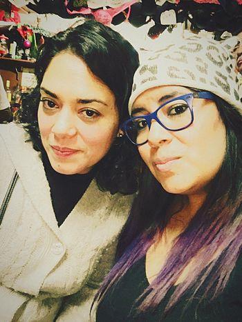 Todos tenemos en nuestra vida justo a la persona que necesitamos 🙏🏼 Sisters Two People Looking At Camera Women Mujer Mexicana Disfrutando De La Vida Reallove