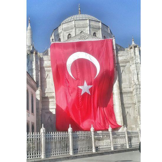 Vatani bayraksız minareleri ezansız bırakma Allahım 🙏 👍 🕌 📿 Bayrak Turkey Turkish Türk Bayrağı Albayrak Istanbul Ulucami