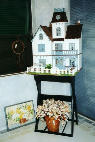 Treasured dollhouse Home Is Where The Art Is Dollhouse Treasured Memories Home Sweet Home Home Interior Painted Surface Painted Floor Shades Of Blue Arts And Crafts Hobby Hobbys Lieblingsteil