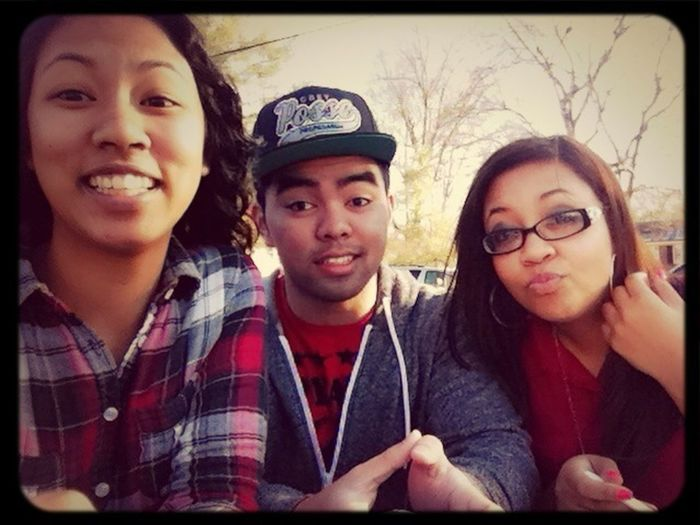 Chilling with my cuzzo Thomas & my sister Debra ^.^
