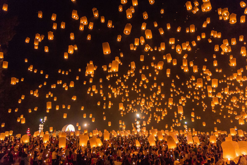 Thousands of lanterns released during the Yee Peng festival in Chiang Mai, Thailand. Buddhism Celebration Chiang Mai | Thailand Crowd EyeEmNewHere Festival Illuminated Lantern Lanternfestival Large Group Of People Night Religion Thailand Traditional Festival Yipeng_Lanna