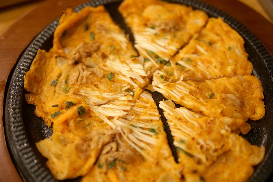Korean style Pancake, Pajeon Korean Pancake Pajeon Vegetable Closeup Cuisine Onion Tradisional Eating ASIA East Asia Snack Fried Panorama Egg Gourmet Alcohol Concept Tourism Spring Family Directly Above Party Gathering Tasty
