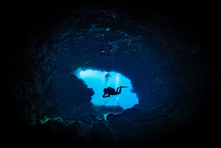 #cave #DIVING #gozo #malta #UNDERWATER Adventure Beauty In Nature Blue Dark Exploration Sea UnderSea Vacations Maltaphotography Spotlight Enjoying Life Love Outdoors