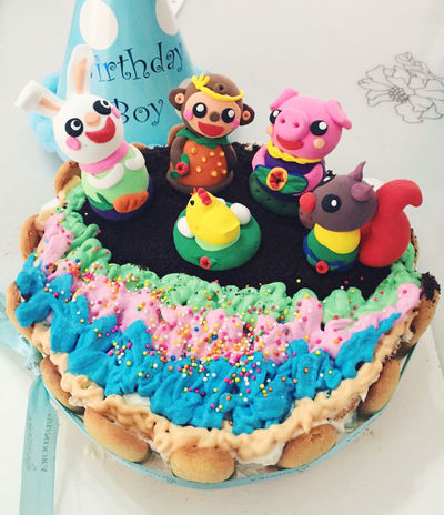 Finally! Handmade cake to my friend! Happy birthday! Party is coming! Woohoo! Handmade Cake Rainbowcake Claysculpture HappyBirthday Friends Gift