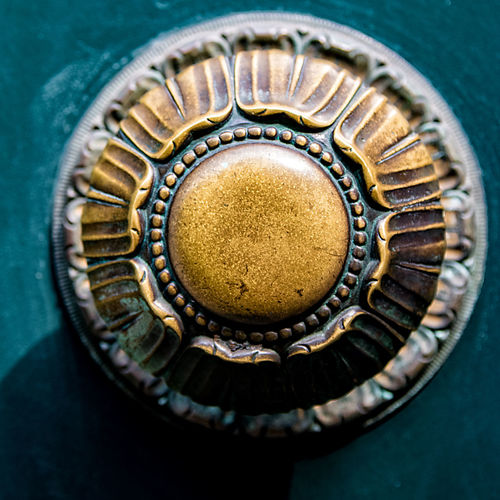 doorknob Antique Brass Circle Close-up Day Gear Gold Gold Colored Indoors  Metal No People Old-fashioned Ornate