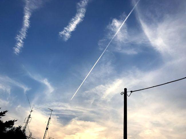 夕方の飛行機雲🛩💨 Low Angle View Cable Vapor Trail Power Line  Sky Silhouette Electricity  No People Contrail Power Supply Cloud - Sky Beauty In Nature Scenics Nature Outdoors Electricity Pylon Day Telephone Line