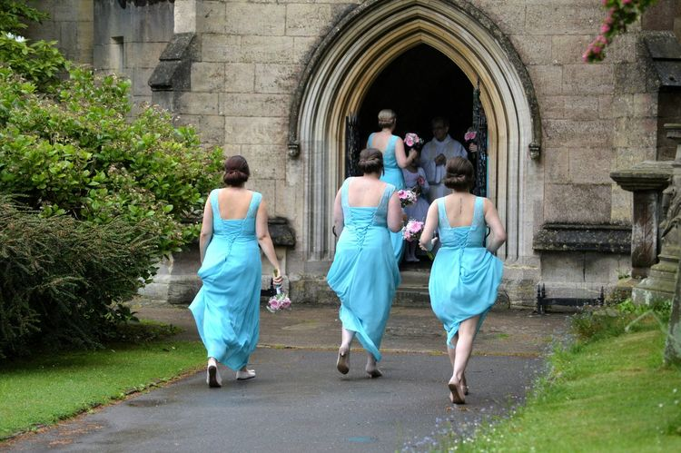 Wedding Photography Bridesmaids Here Comes The Rain At The Church Quick Run Get Inside Taking Photos Getting Married Morning Of The Wedding