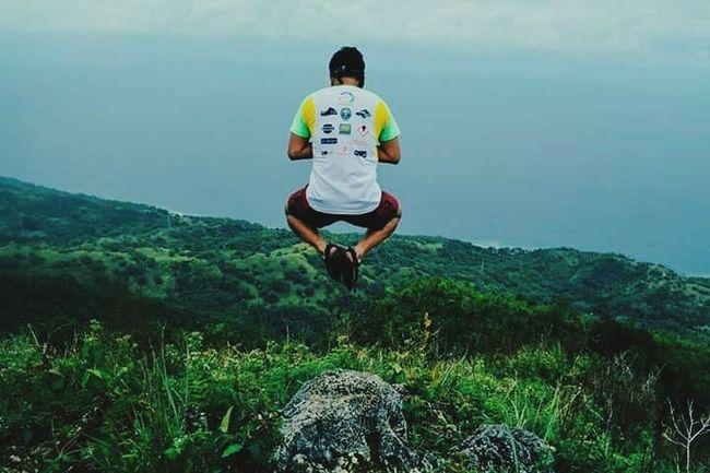 Exercising Healthy Lifestyle Motion Outdoors Mountains Mountain Climbing Trekking Nature Photography Nature Jumpshotph Jumpshots Peakview Philippine Mountains Philippines Alegría Yoga Pose Fotografiaunited Phoneographycebu Wanderer Discovering The World Naturephotography Jumping