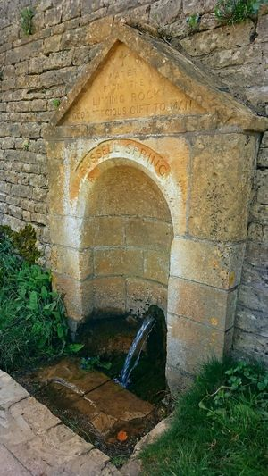 Taking Photos Wall - Building Feature Wall EeYem Best Shots Beauty In Nature Cotswolds Beautiful Nature Water Water_collection Natural Simplicity Naturally Springwater  Waterfeature Architecture Architectural Feature Architectural Detail Architecture Photography