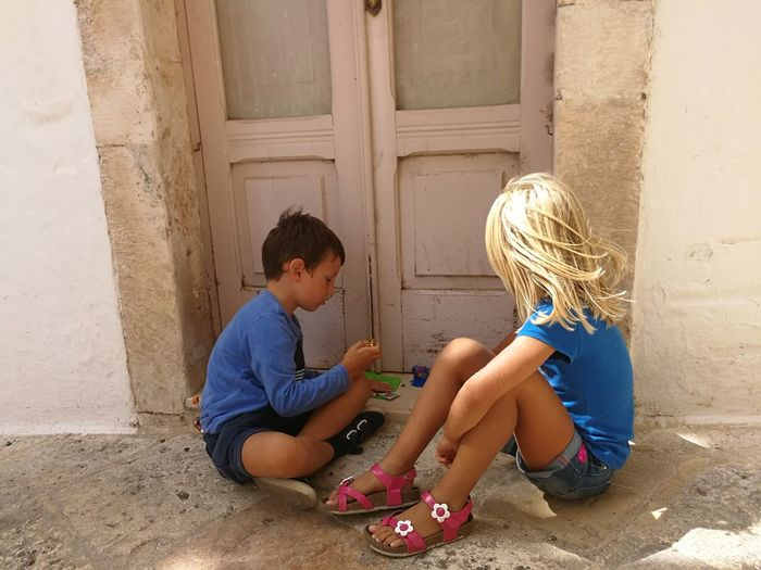 Sitting Childhood Child Door Children Only Casual Clothing Togetherness Boys No Edit/no Filter No Filter, No Edit, Just Photography Locorotondo Real People Puglia South Italy Italy🇮🇹 Puglia, Italy No Filter Children At Play Childrenphotography Childrensphoto