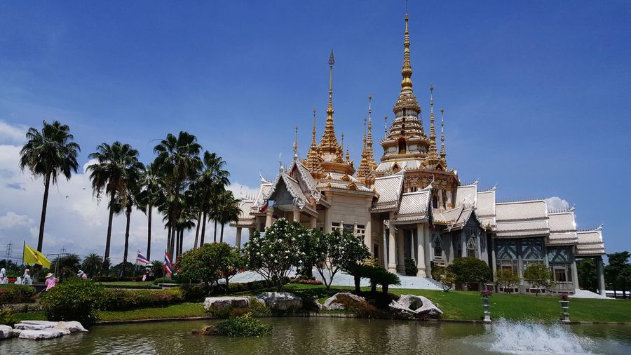 wat som det to Water Tree Place Of Worship Religion Business Finance And Industry Flower Statue Sky Architecture Historic King - Royal Person Civilization Palace