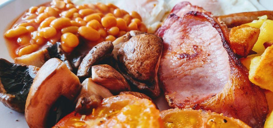 Full English Photowalktheworld Basingstoke, UK Breakfast Full English Breakfast Food Photography Food And Drink Good Food Mobile Photography Mobilephotography Close-up Food And Drink Fried Egg English Breakfast