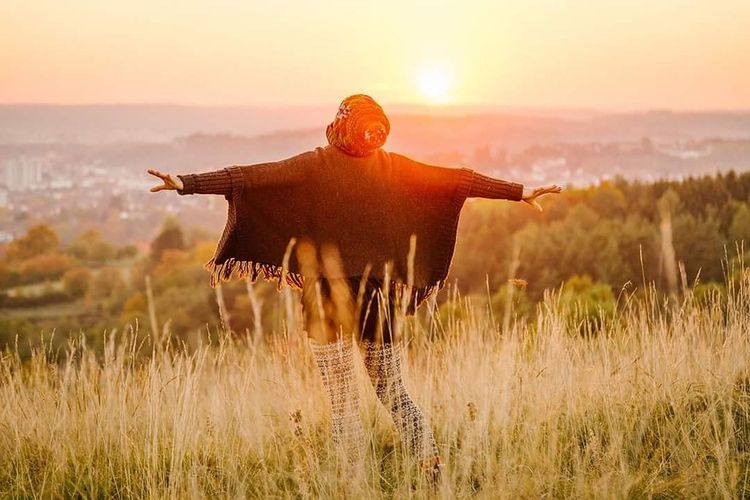 Sunset One Person Adventure Beauty Happiness Outdoors Vacations People Beauty In Nature Nature Only Men Adult Sky One Man Only Day