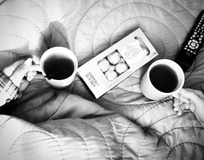El mejor desayuno, en el mejor lugar, con la mejor compañía 🐰🍫☕💖 Breakfast Tea Chocolate Ferrerorocher Confesiones3am