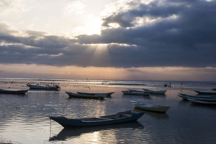 Amazing sunset in Nusa Lembongan Cloudscape INDONESIA Anchored Beauty In Nature Cloud - Sky Fishing Boat Horizon Horizon Over Water Mode Of Transportation Nature No People Outdoors Scenics - Nature Sea Sky Sun Beams Sunset Tranquil Scene Tranquility Transportation Water Waterfront