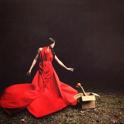 給予好處的動機 Fine Art Photography Portrait Composite BoShiuan Box Apple Hand Red Surrealism Shiuanphoto Photoshop Keelung Taiwan