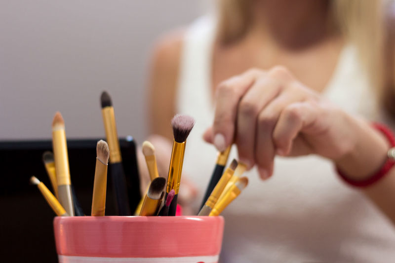 MakeUp Brushes Makeup Adult Adults Only Artist Brushes Brushes Make Up Close-up Day Desk Organizer Holding Human Body Part Human Hand Indoors  One Person One Woman Only Pallete Pallete Of Colors People Sitting Young Adult