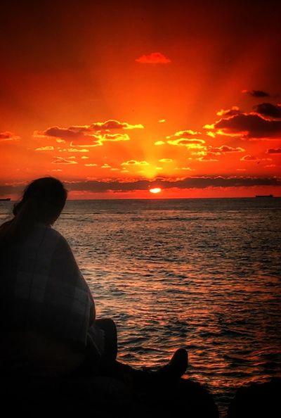 Nasıl etmeli de ağlayabilmeli? Sunset Rear View Beauty In Nature Sky Orange Color Sea Cloud - Sky Sitting Silhouette IPhoneography Moda Kadıköy Eyemphotography Turkeyphotooftheday Turkey December Kışgüneşi WinterSong