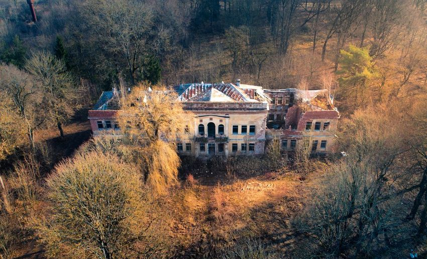 Decaying Manor Fly House Ruins Aerial View Aerial Shot Historic EyeEm Selects Lithuania Lietuva Ancient Manor Architecture Decay Ruins Ruined Ruined Building Aerial Dji Djiphantom Aerial Photography Tree House Architecture Building Exterior Sky Built Structure Residential Structure Old Ruin