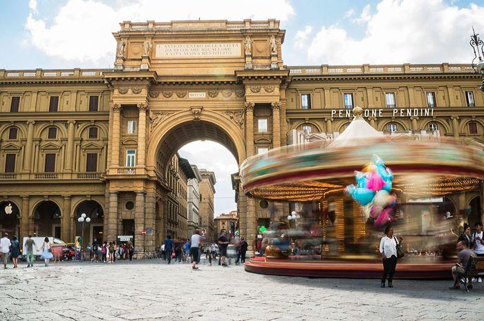 Florence Firenze Italy Bella Italia Long Exposure Slow Shutter Carousel Balloons Sunny Day