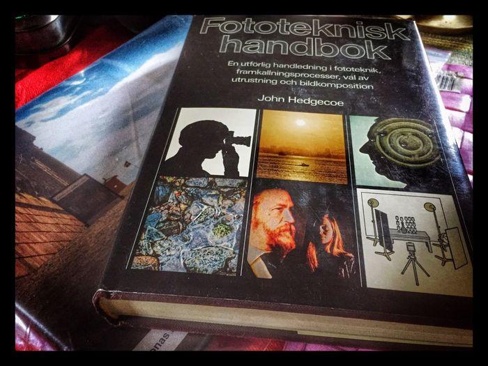 En bok från 1979. Grundläggande principer är densamma men förutsättningarna helt annorlunda idag. Den digitala världen vi lever i idag gör det lättare att få utlopp för sin kreativitet då den överbryggar många hinder och trösklar. Jag hade själv inte orkat bygga en hel studio eller mörkerrum bara för att kunna skapa musik eller fotografier och få utlopp för sin kreativitet.