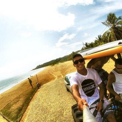 """A praia é minha praia! Você vem passar as férias aqui, depois sonha em morar, num apartamento, cobertura, chalé, casa barata, tem nego que se aventura, """"vou morar até de barraca"""" Passou o verão aqui, então tá explicado! 🌊🌴🍃⛅️🍂🍀 Allallauu Gopro Goprosurf Goproselfies Goprohero4 LiveTheSearch Lifestyle Verão Vocenomundo Beach Session Surfstorm Surfingiseverything Selfiegopro"""