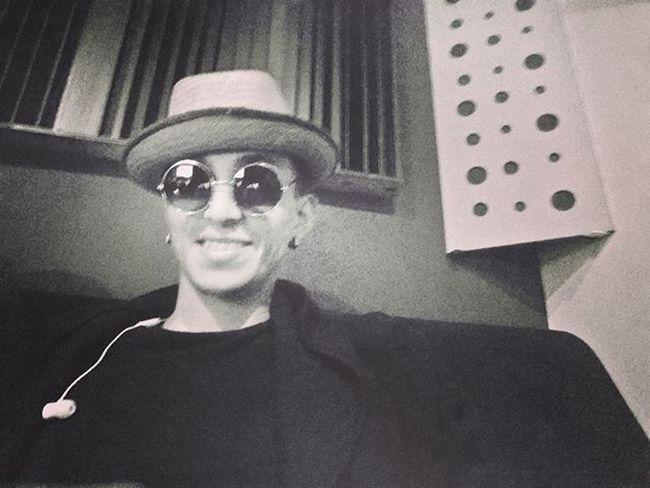 Despierta con alegría el mundo está lleno de retos...iniciemos el mes positivamente con la ayuda e Dios...🙏⌚💲🎩🎹👓 Black Smile Selfie Hat Feelingmusic Dios Marzo Like4like Likeforlike Instasize Dream Thetimehascome Me Style Djs Bogotá Instamood