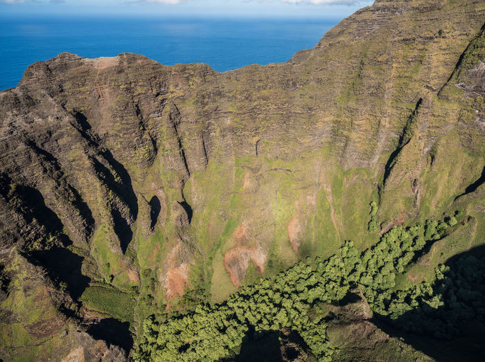 Helicopter tour of the Hawaiian island of Kauai with aerial shots of the Na Pali coast Kauai Kauai Hawaii Hawaii Tourism Tour Helicopter Helicopter View  Aerial View Aerial Aerial Photography Aerial Shot From Above  Landscape Island Na Pali Na Pali Coast Kalalau Kalalau Trail Napali Coast