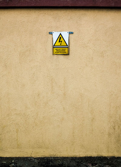 //caution Power Elecric Nikonphotography Nikon Europe Poland Sign Wall Minimalism Minimal Street Streetphotography City Urban Urban Geometry