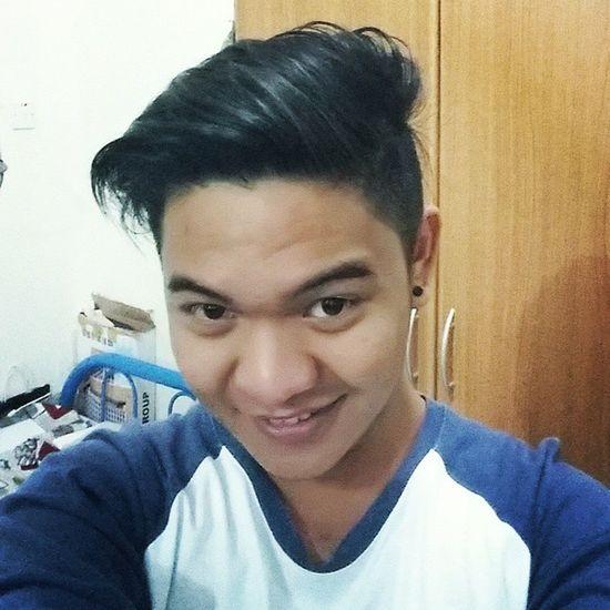 Hohoho ... iba talaga feeling pag new haircut ! Hahaha Feelingpogi KAPALMUKHA